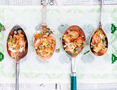 10 tilltugg och förrätter att servera på sked | ELLE mat & vin Tasty, Yummy Food, Halloumi, Prosciutto, Bruschetta, Starters, Love Food, Champagne, Brunch