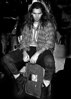 "Your hall pass to Eddie Vedder & the Eddie Vedder edition of ""hey girl"" Pearl Jam Eddie Vedder, Temple Of The Dog, Roger Taylor, Estilo Grunge, John Travolta, Chris Cornell, Uma Thurman, Patrick Swayze, Post Punk"