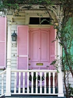 I'm going to repaint my house white so I can have a pink door and pink shutters on the windows. I love this pink door! Cottage In The Woods, Cottage Style, Cottage Door, Shabby Cottage, Cottage Chic, Rose Cottage, Cottage Homes, Front Door Design, Pink Houses