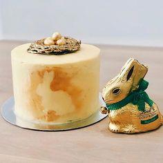 Vanilla cake with vanilla buttercream,dark chocolate nest, mini eggs and gold bunny silhouette Vanilla Buttercream, Vanilla Cake, Chocolate Nests, Mini Eggs, Bunny, Pudding, Cupcakes, Easter, Silhouette