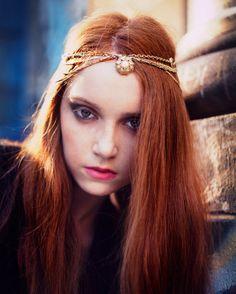 a redhead AND a necklace headband!? Hello, winner winner!!