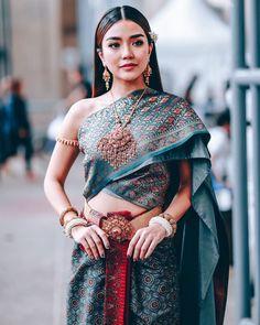Traditional Thai Clothing, Traditional Fashion, Traditional Dresses, Thailand Costume, Thai Wedding Dress, Thai Fashion, Thai Dress, Glam Dresses, Thai Style