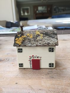 Cute cottage, can be ordered freestanding, no base, to adorn your dresser, shelf, bathroom!
