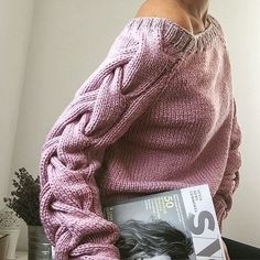 WOOLDOG is a brand which offers hand-knitted sweaters, blankets and cowls which are created of natural wool. Knitwear Fashion, Knit Fashion, Fashion Women, Style Fashion, Fashion Design, Knitting Needles, Hand Knitting, Barbie Mode, Knitting Designs