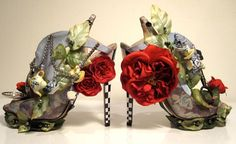 The Best and Worst of Alice in Wonderland Paraphernalia: It's obvious that Nicholas Kirkwood can do no wrong. From his fantastical shoes for Rodarte to these dream-like Alice heels, Kirkwood's designs always bring a little Wonderland to reality. Creative Shoes, Unique Shoes, Quirky Shoes, Trendy Shoes, Casual Shoes, Crazy Shoes, Me Too Shoes, Weird Shoes, Ugly Shoes