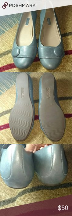 ECCO Women?s Owando Button Flats Soft Grey Women's ECCO Owando Button Flats in soft grey. These shoes are in EXCELLENT condition, no imperfections. They come from a smoke and pet free home. ECCO 41 is size 10.5 Ecco Shoes Flats & Loafers