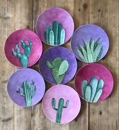 "AZarraluqui en Instagram: ""Dia mundial contra el cancer de mama... le he metido un poco de morado extra😉💕💕💕 Breast cancer awareness month! Remember to get checked…"" Pottery Painting Designs, Pottery Designs, Paint Designs, Pottery Plates, Ceramic Pottery, Ceramic Painting, Ceramic Art, Cactus Art, Hand Painted Ceramics"