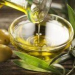 The best olive oil benefits come from extra virgin olive oil. Those olive oil benefits include benefiting your heart and brain. Learn more about olive oil benefits here. Cooking With Coconut Oil, Cooking Oil, Greek Cooking, Cooking Bacon, Oven Cooking, Healthy Cooking, Home Remedies, Natural Remedies, Natural Treatments