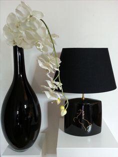 Fleur de porcelaine Paris Pied de lampe peint à la main à l'atelier du 86 rue de Silly 92100 Boulogne Tél 06 83 40 57 51