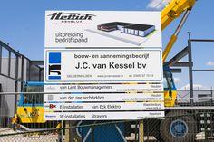 Uitbreiding bij Hettich Benelux, wordt uitgevoerd door J.C. van Kessel. Maar met een mooi bouwbord is het pas echt af.