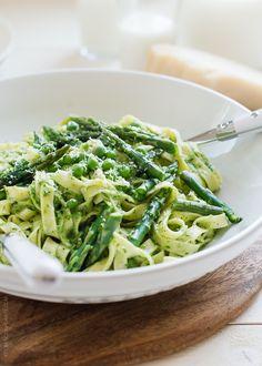 Simple Sundays   Fettucine with Creamy Spinach Sauce, Asparagus and Peas