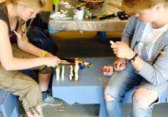 Ting å lage: Sjakkbrikker spikka i tre