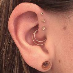 Un piercing du daith et de l'helix avant
