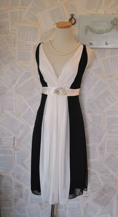 What a great vintage party dress!