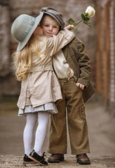 Happy Sunday beautiful dreamers The sign of a beautiful person is that they always see beauty in others 🌹 🌹 🌹 🌹 🌹 ♥♪♫ 🌹 🌹 🌹 🌹 🌹 I the dreamers╭ Precious Children, Beautiful Children, Beautiful Babies, Cute Kids, Cute Babies, Cute Baby Couple, Young Love, Baby Kind, Beautiful Person