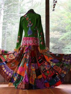 This brings me back to the village in the 70's when everything was new & cool ! Bohemian Gypsy, Gypsy Style, Hippie Chic, Hippie Style, Bohemian Style, Bohemian Skirt, Cat Dresses, Mantel, Boho Outfits