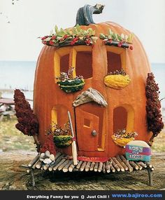 Halloween House Pumpkin (kind of like doing a Gingerbread House at Christmas). Make it a competition for a Halloween Party instead of standard pumpkin carving? Fröhliches Halloween, Holidays Halloween, Halloween Pumpkins, Halloween Clothes, Halloween Pictures, Fall Crafts, Holiday Crafts, Pumpkin Fairy House, Decoration St Valentin