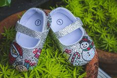 An online storefront selling sparkly baby shoes handmade from Thailand. Our shoe desgins are festive and seasonal! Christmas Shoes, Winter Wonderland, Ballet Shoes, Baby Shoes, Flats, Sneakers, Handmade, Fashion, Ballet Flats