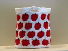 I know a teacher who might appreciate this: apples crochet bag-FREE pattern