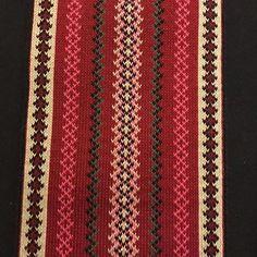 Stakkbelte rødt med gult og rosa  #brikkevev #stakk #beltestakk #bunad #tabletweaving #tradisjon #skien #bunadsbelte #håndarbeid #rød