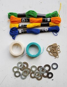 DIY: Wrapped Washer Necklaces - With an easy version for Kids! Kids Jewelry, Jewelry Crafts, Jewelry Art, Jewelry Making, Jewellery, Fabric Necklace, Diy Necklace, Washer Necklace, Textile Jewelry