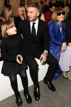 Harper Beckham debuts chic fringed bob at London Fashion Week- HarpersBAZAARUK David Beckham Family, David Beckham Style, Suit Fashion, Kids Fashion, Fashion Ideas, David Beckham Haircut, Harper Beckham, Father And Baby, Royal Clothing