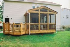 Perfect for off master bedroom Small screened porch with adjacent small deck. Should add onto our screened porch someday. by Deborah McAnany Small Screened Porch, Screened Porch Designs, Small Porches, Decks And Porches, Small Deck Designs, Enclosed Porches, Pergola Designs, Patio Design, Apartment Therapy