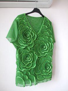 nádherná Halenka s překrásným plastickým dekorem. Šťavnatě zelený vzor s efektem ve vel:M/L Ruffle Blouse, Facebook, How To Wear, Tops, Design, Women, Art, Fashion, Art Background