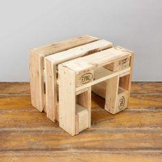 Europaletten Hocker  Natur  - Robuster Sitzhocker aus Holz Palette - Upcycled ähnliche tolle Projekte und Ideen wie im Bild vorgestellt findest du auch in unserem Magazin