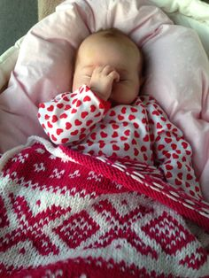 Håndlaget babyteppe i Marius mønster.