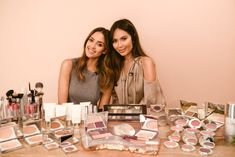 Jessica Alba and blogger Marianna Hewitt compete in a 5 Minute Makeup challenge using all Honest Beauty products.