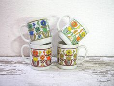 Vintage 1970s floral set of 4 tiny mugs with tree hanger