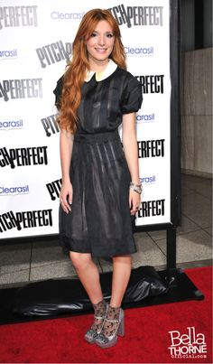carlos te ama Bella Thorne at the Pitch Perfect Premiere carlos te ama Celebrity Singers, Celebrity Style, Sexy Dresses, Nice Dresses, Grandma Dress, Bella Thorne And Zendaya, Pitch Perfect, Super Cute Dresses, Red Carpet Looks