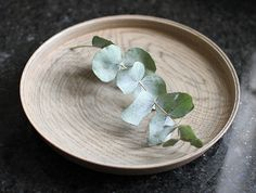 White Lacquer Oak Plate by Hiroyuki Sugawara. Available to buy in OEN shop - http://shop.the189.com/collections/hiroyuki-sugawara/products/white-lacquer-oak-plate #buy #craft #handmade #gift £130