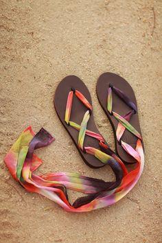 Leather Sandal DIY Tie Dye Sseko Sandals // Tango Chiffon Ribbons to brighten your summer sandal look! Flip Flops Diy, Flip Flop Craft, Diy Leather Sandals, Ribbon Sandals, Shoe Makeover, Diy Clothes And Shoes, Creative Shoes, Shoe Pattern, Crochet Shoes