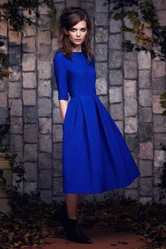 Saloni Pre-Fall 2015 Fashion Show Modest Outfits, Modest Fashion, Pretty Dresses, Beautiful Dresses, Winter Typ, Retro Mode, Fashion Beauty, Womens Fashion, Dress Me Up