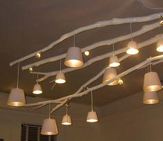 Het is alweer een tjidje geleden, maar op de woonbeurs kwam ik deze lamp gemaakt uit takken tegen. Superleuk! Ook leuk met juist allemaal...