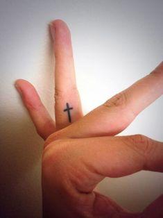 Tattoo Foot Cross Ring Finger 20 Ideas For 2019 Inner Finger Tattoo, Cross Finger Tattoos, Cross Tattoo On Wrist, Cute Finger Tattoos, Finger Tattoo For Women, Finger Tattoo Designs, Finger Tats, Wrist Tattoo, Cute Foot Tattoos