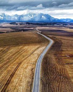"""PraveSlovenske.sk na Instagrame: """"Cestičky #podtatrami 👌🔝 #praveslovenske od 📸 @fotosveet ----- ❤️ život @podtatrami.sk"""" Country Roads"""