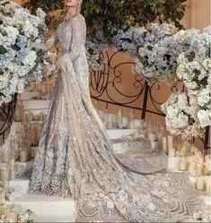 Desi Wedding Dresses, Asian Bridal Dresses, Asian Wedding Dress, Bridal Outfits, Bridal Sari, Pakistani Wedding Dresses, Dress Makeover, Asian Inspired Wedding, Bridal Collection