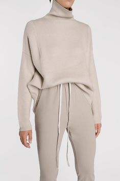 Best Sweatsuit Ideas To Feel Comfortable And Look Good 51 Outfits Casual, Fashion Outfits, Womens Fashion, Fashion Top, Estilo Fashion, Ideias Fashion, Loungewear Outfits, Cooler Look, Winter Mode