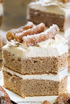 Mexican Dessert Recipes Discover Churro Cake with Cream Cheese Frosting - Swanky Recipes Churro Cake - Moist Mexican cinnamon butter cake with cream cheese buttercream frosting and churros. This decadent layer cake takes dessert to the next level! Brownie Desserts, Oreo Dessert, Mini Desserts, Just Desserts, Delicious Desserts, Dessert Party, Dessert Table, Dessert Ideas, Churros