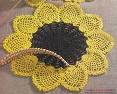 Crochet Flowers Patterns Free crochet patterns and video tutorials: How to crochet sunflower doily free written patter. Mandala Au Crochet, Crochet Puff Flower, Crochet Sunflower, Crochet Dollies, Sunflower Pattern, Pineapple Crochet, Crochet Potholders, Crochet Motifs, Crochet Flower Patterns