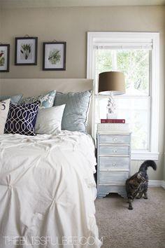 Neutral walls, neutral carpet, white duvet....bedroom inspirations w/o nightstand