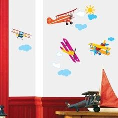 See flying planes over the wall of your children's bedroom. This is an easy way to entertain your children and decorate their room at the same time.