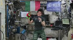 RT @Paxi_ESAKids: Celeb moment with my friend @astrosamantha who is talking to #sanremo2015 !!