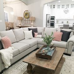 This is a beautiful way to style a sectional sources on Home Bunch #sectional #sectionalstyling