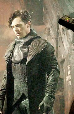 john harrison, brown trench coat with hood and asymmetric jacket Khan Benedict, Benedict Cumberbatch Sherlock, Sherlock Holmes, Khan Noonien Singh, John Harrison, Star Trek 2009, Star Trek Into Darkness, Weak In The Knees, Zachary Quinto