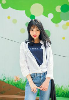 #mixxmix Plain One Pocket Button-Down Shirt (BZPD) A versatile and easy to match button-down shirt is a must-have in your wardrobe. #mxm #hideandseek #has #365basic #bauhaus #99bunny #heartclub #younggirlsfashion #koreanfashiontrend #streetfashion #dailyoutfit #koreanfashionstore #twinlook #twinslook #sisterlook