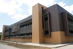 INSTITUTIONAL BUILDING. TOLEDO.: Ceramic ventilated Facade. Favemanc.